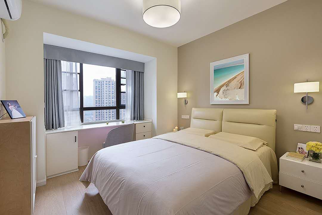 米色调温暖幸福之家,在简约风格基础上搭配雅致的软装,使得空间干练又温馨!
