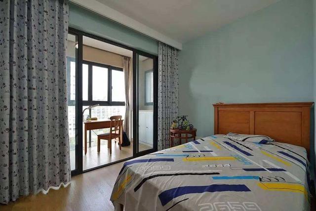 卧室里有阳台或者卫生间 装修要做好哪些?