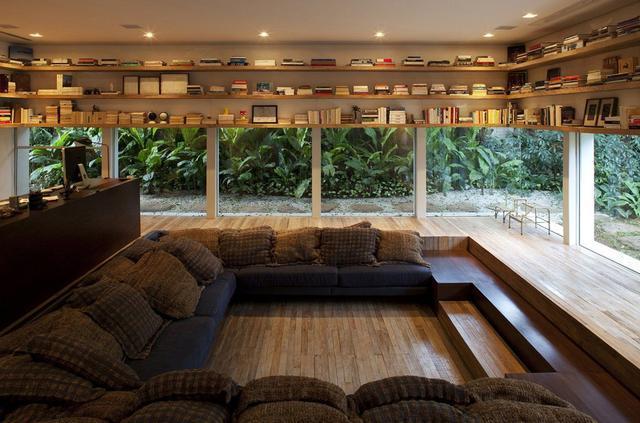 下沉式客厅是怎样装的 挖个洞或者抬高其它功能区?