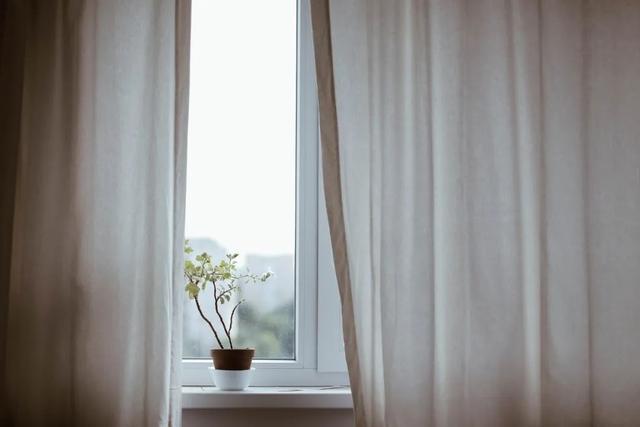 装修经验分享:告诉你如何选购客厅窗帘
