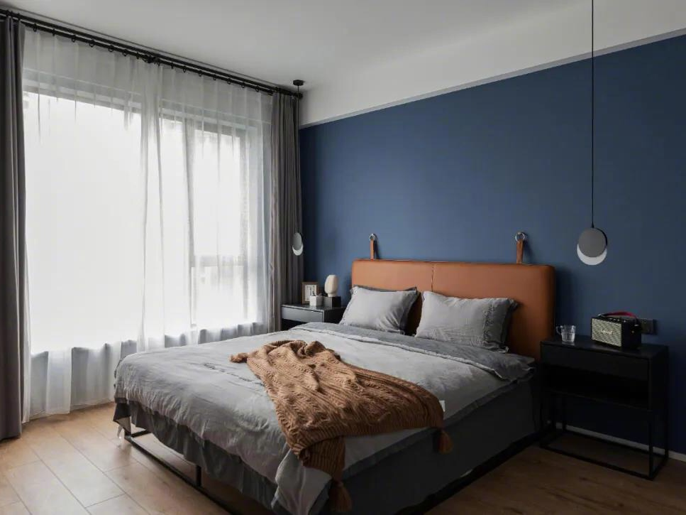 现代简约四居室装修,黑白灰装出高级感,电视墙太有格调了!