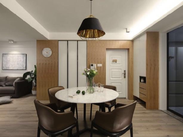 木质和高级灰的结合,让家看起来高级的同时,不会缺乏生活气息 