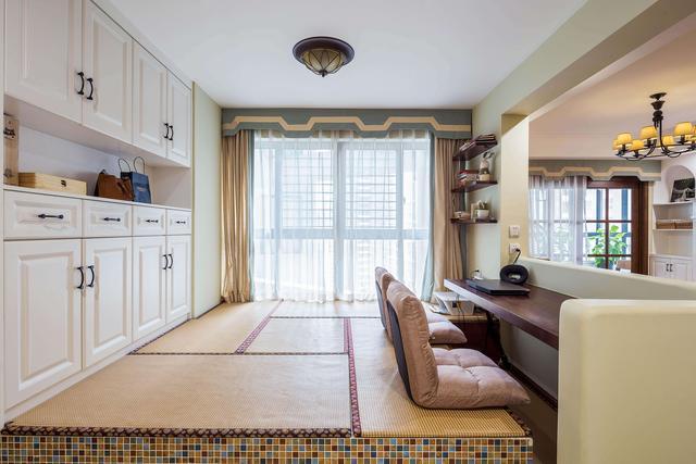 小臥室這樣設計床和收納空間,很好用哦!