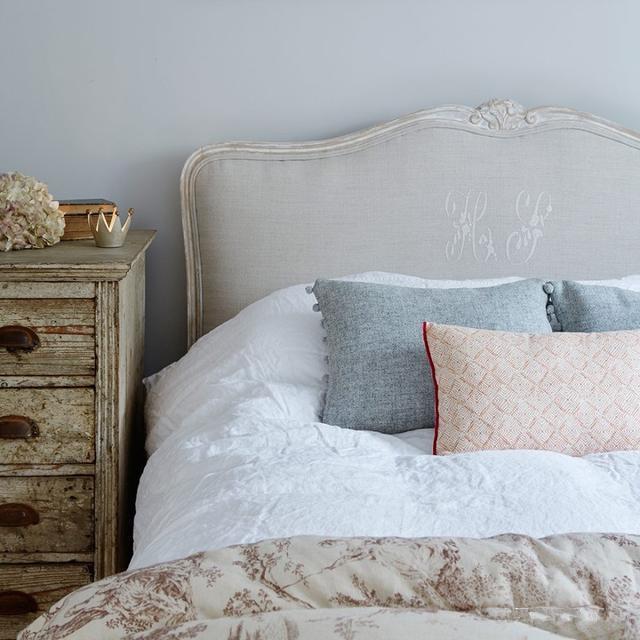 巧妙利用灰色装修,卧室也能很温暖