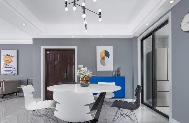 室内设计灰色调配什么才显得精致呢?灰白黑是经典搭配