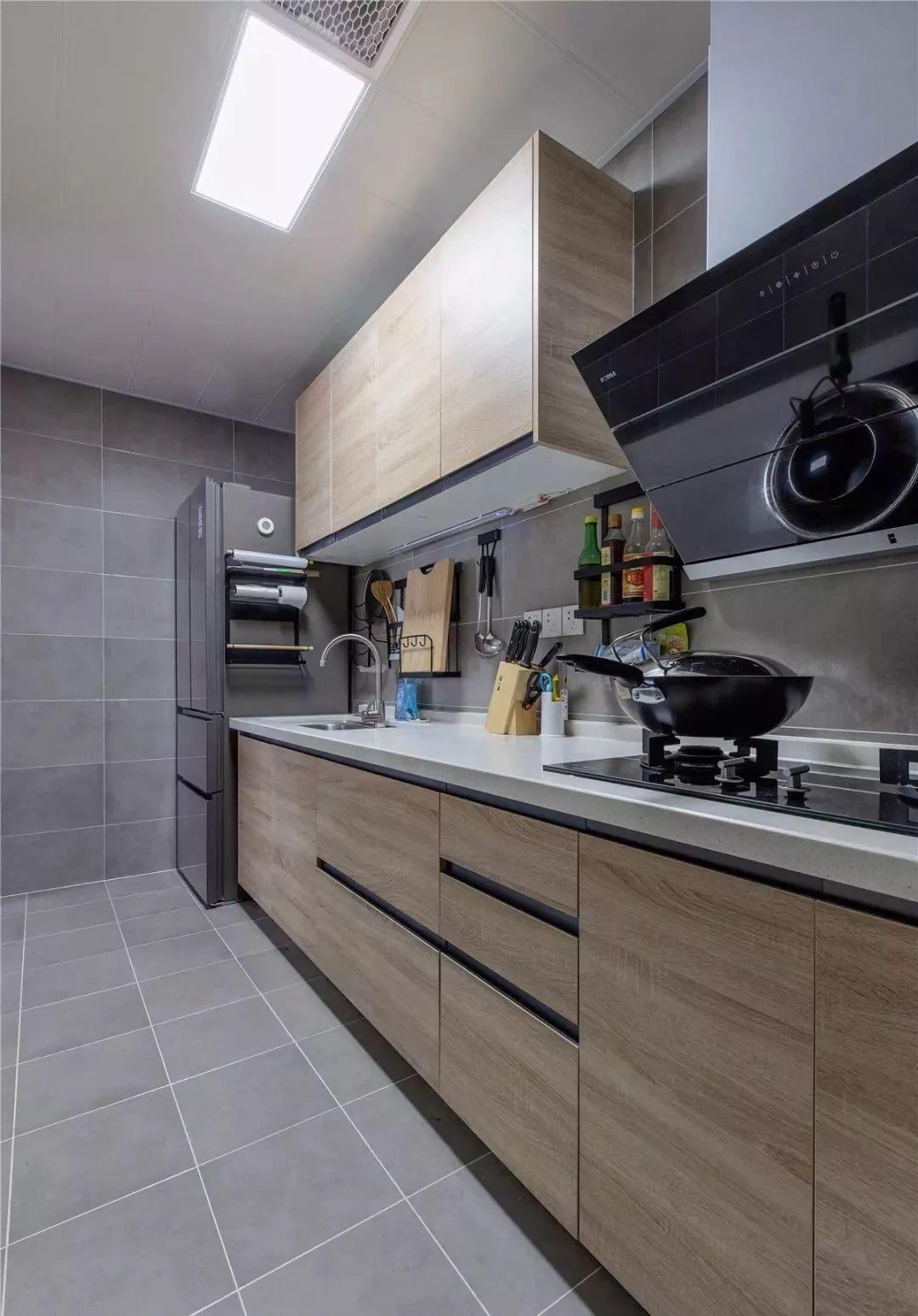 109平的北欧风三居室,浅灰色与原木色的结合好舒适