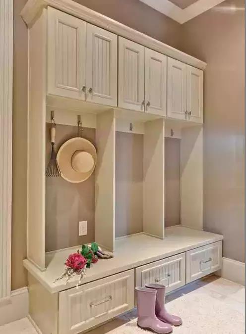 小户型玄关装修方案,让门面既美观又实用!