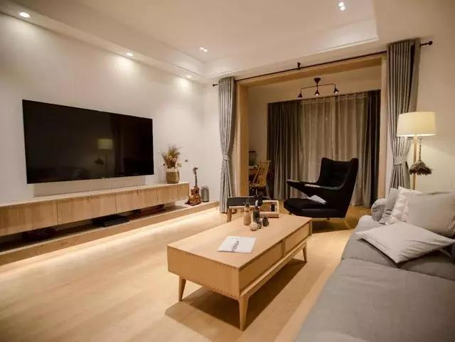 冬季来临,你家客厅装修需要来点木色温暖一下