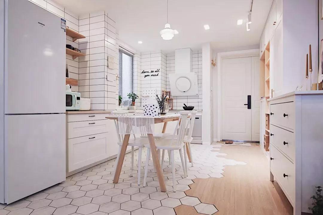 70㎡北欧风不仅有独立的衣帽间+书房,阳台设计更是超实用!