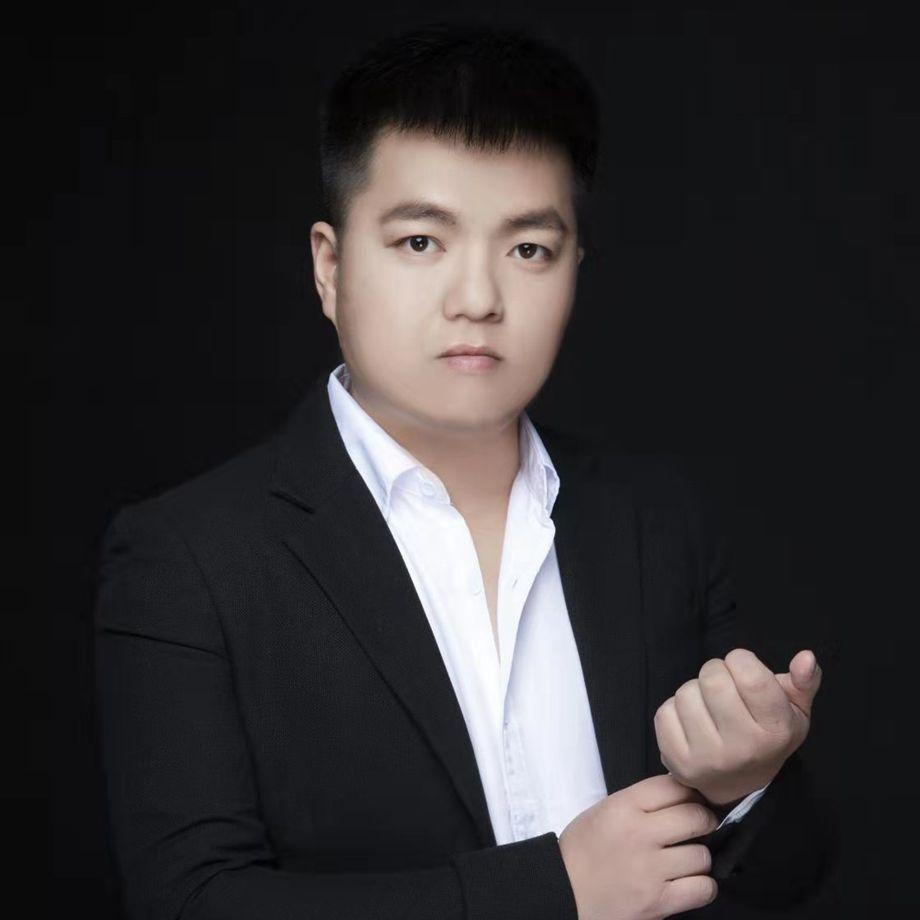 12博体育平台12博官方网站设计师李良斌