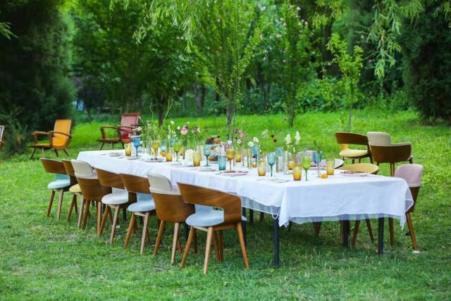 曲美家居开始夏日约会,探索餐桌美学的美好生活