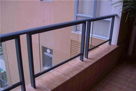 阳台扶手栏杆什么材料好?
