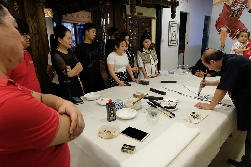 張家界著名畫家向先明老師現場授課,為書法愛好者帶來一場文化盛宴!
