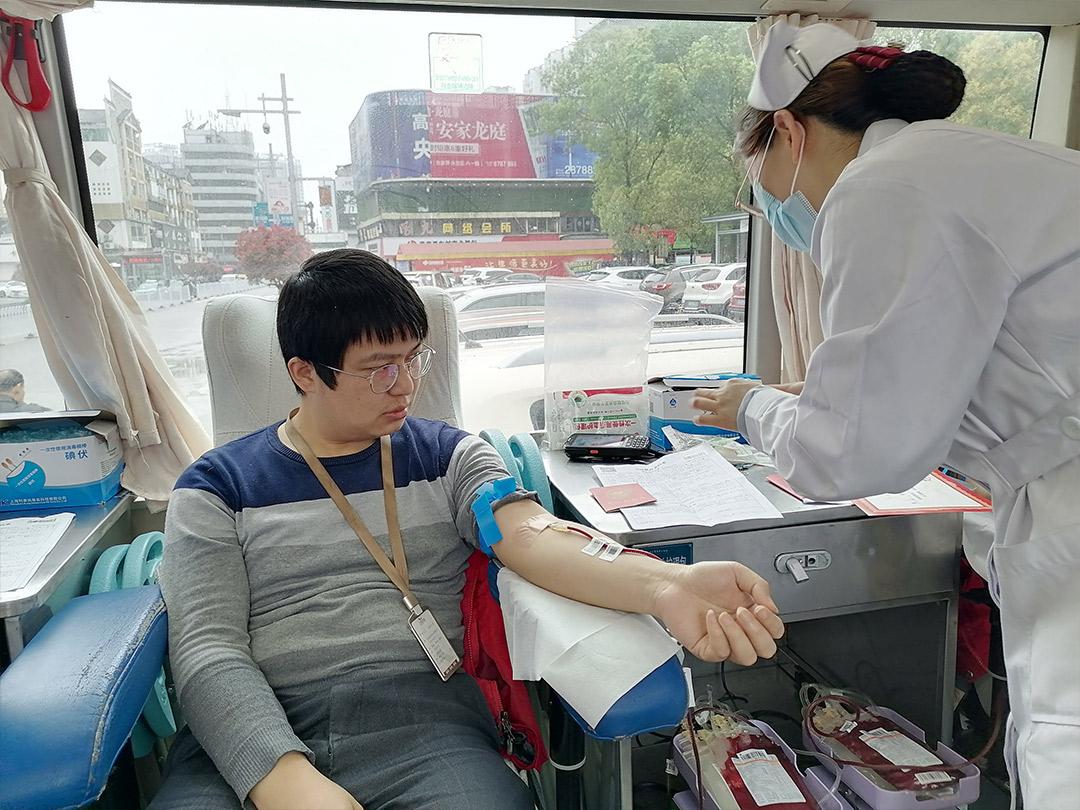 學雷鋒,見行動——萬美裝飾員工無償獻血活動