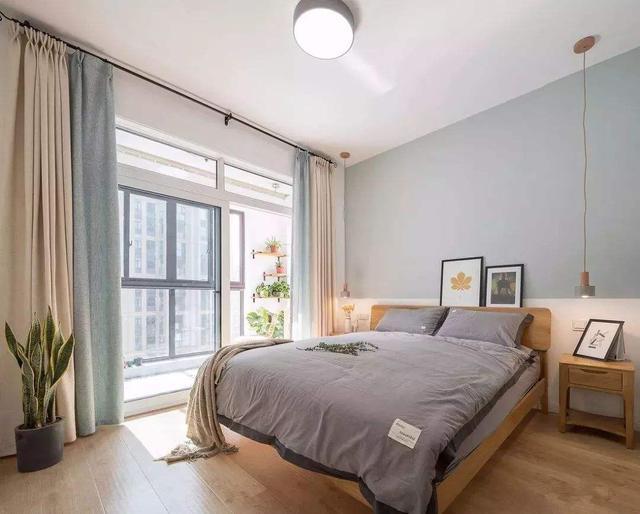 卧室里有阳台或者卫生间,装修要做好这些,快来看看吧!