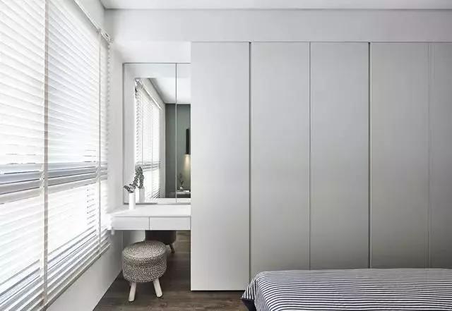收纳与装饰一体的衣柜设计案例