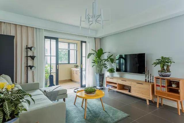 108平的现代简约风二居室,花25万来装点这个婚房。