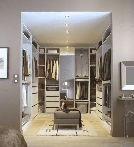 装修时主卧卫生间如何改成衣帽间?