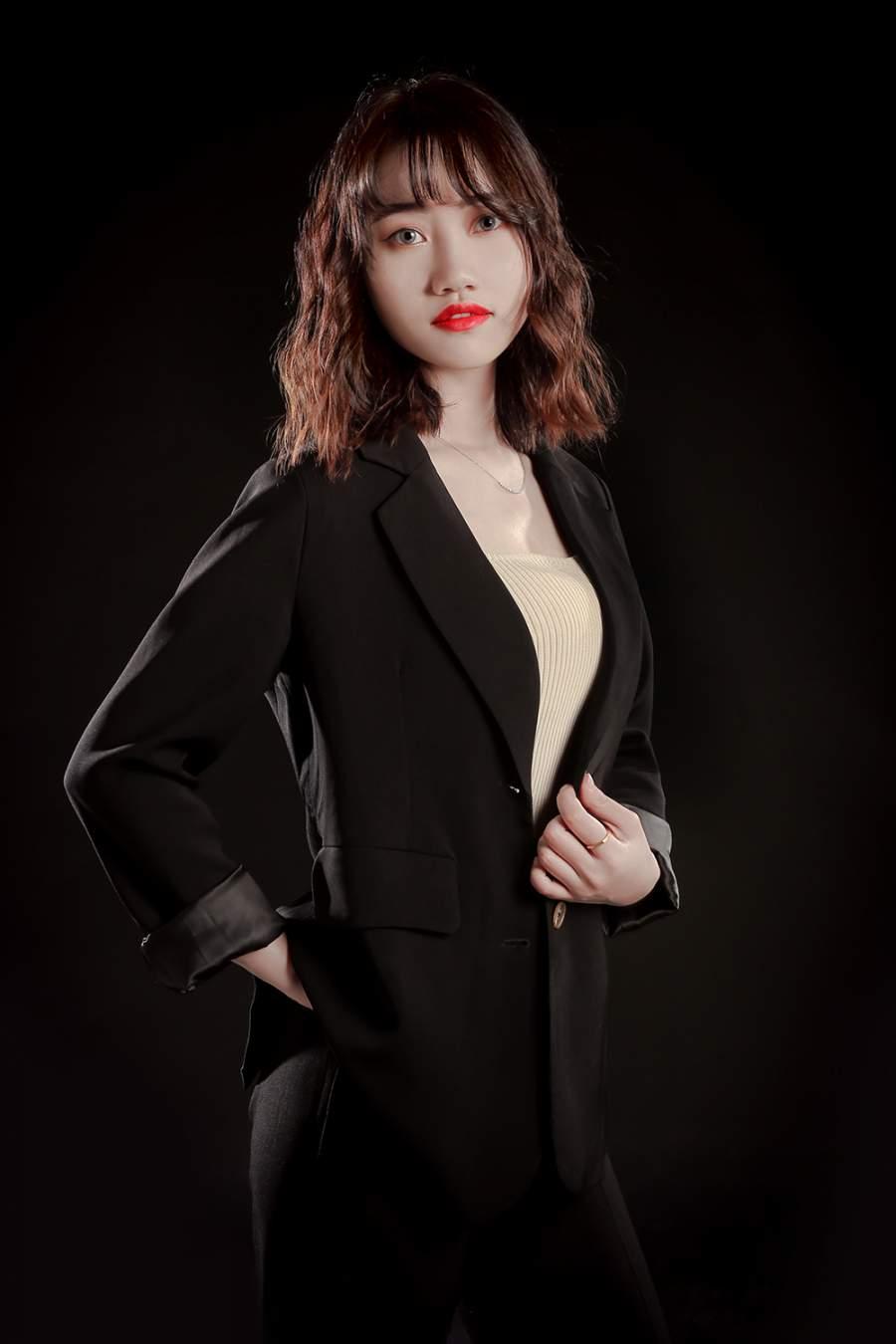 新疆新万博manbetx注册设计师黄蕾