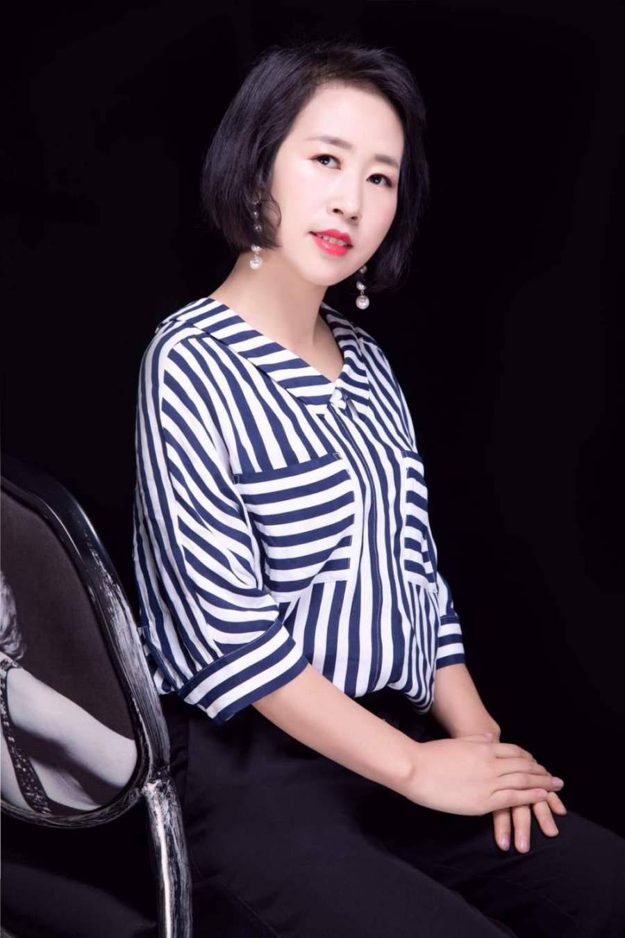 亚博体育88app官网亚博体育app苹果版设计师张丽霞