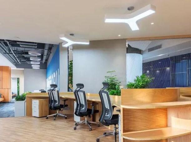 工業風玻璃吊燈風格深圳辦公室裝修設計解析